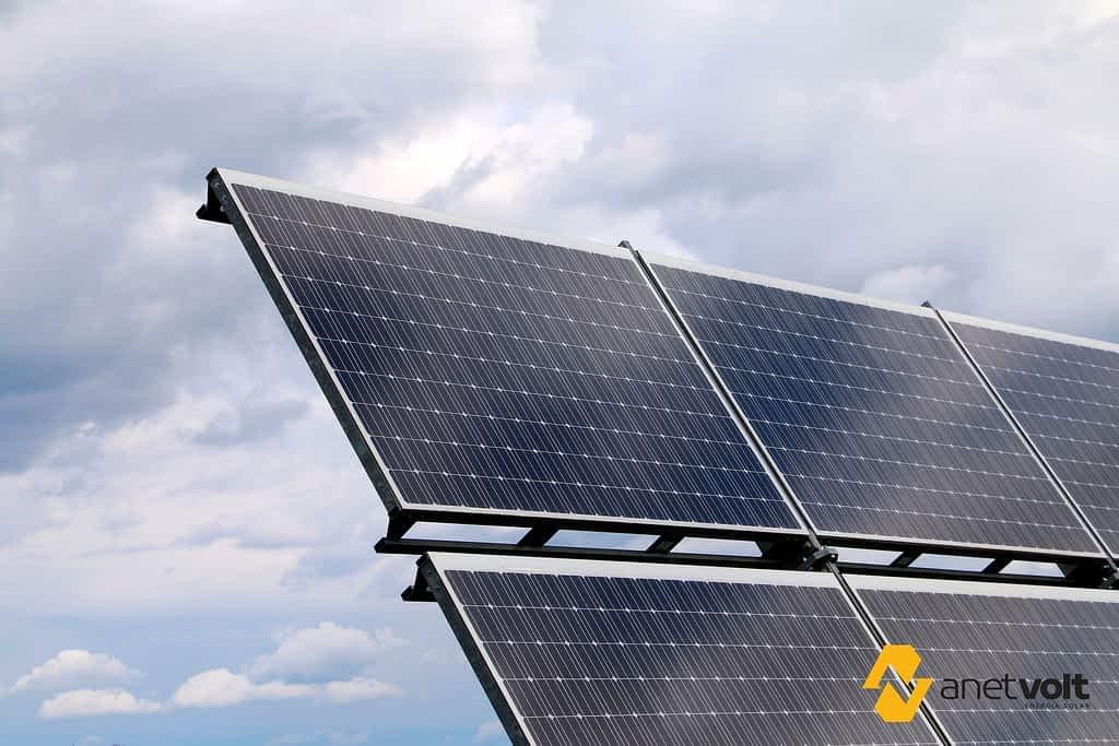 Instalação de placa solar em residências