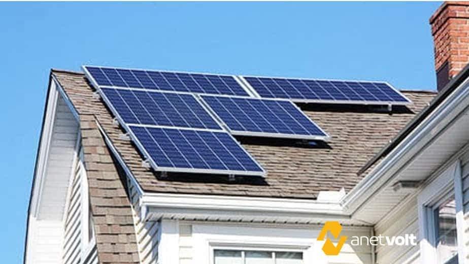 Aquecedor solar de água versus energia fotovoltaica